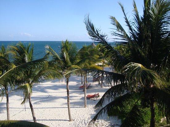 Zoetry Paraiso de la Bonita: View of beach from bedrrom halfway along resort.