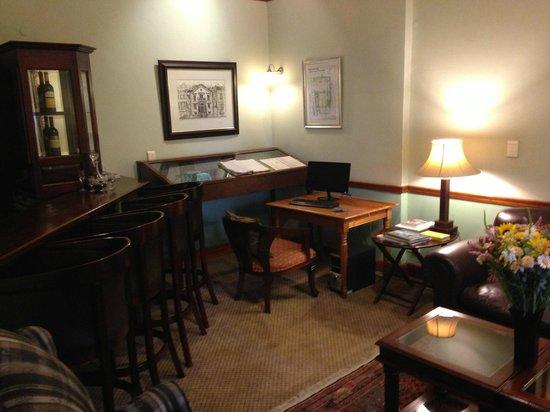 Eendracht Hotel: Waiting room off the lobby