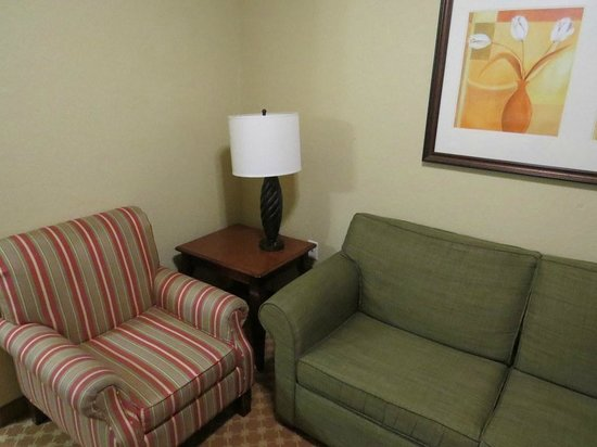 Comfort Inn Paducah: View of the suite area in our room