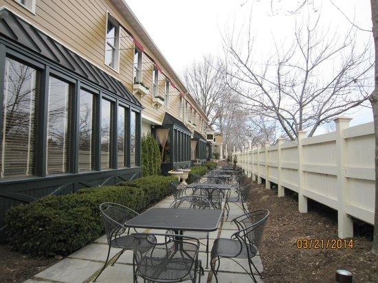 The Inn at Leola Village, Lancaster: Outside dining area