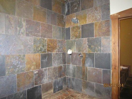 The Inn at Leola Village: Shower