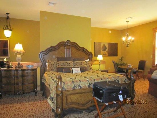 The Inn at Leola Village: Bedroom - 608