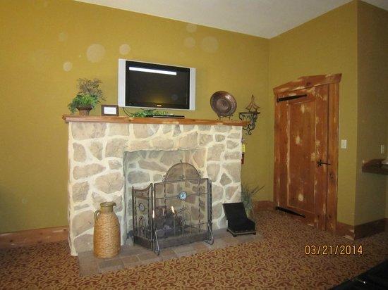 The Inn at Leola Village: Fireplace