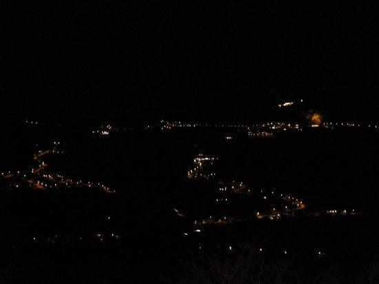 Oste del Castello Wellness & Bike: Vista notturna sui tre monti