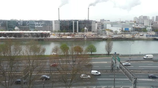 Ibis budget Paris Porte de Bercy: View from room on the street