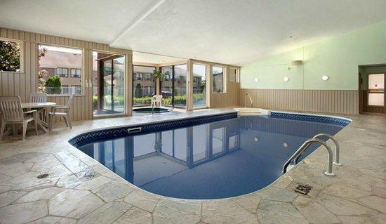 Quality Inn: New Pool and Hot Tub!
