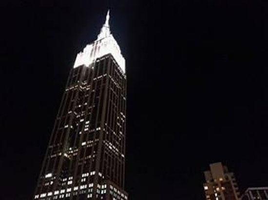 Hotel Metro : View of Empire State building from rooftop of hotel