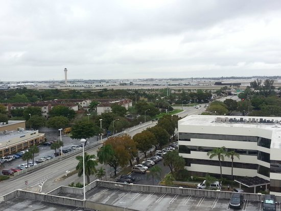 Hampton Inn & Suites by Hilton - Miami Airport / Blue Lagoon: Vista de la habitacion