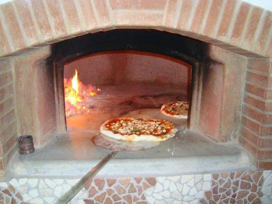 Hotel Casa Cigliano : forno per le pizze