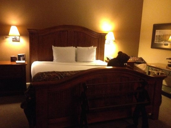 The Wort Hotel: Bedroom - King Bed