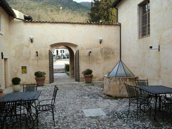 Convento di Santa Croce: Patio Esterno