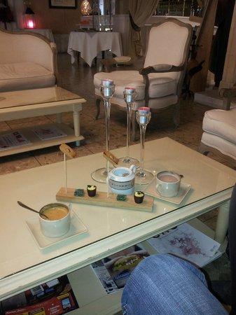 le chateau du clos de la ribaudiere : Café,Choco + Mignardises