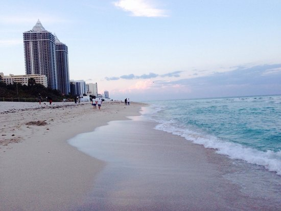 Fontainebleau Miami Beach: Fontainebleau Beach near sunset