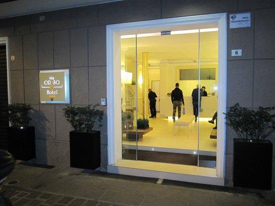 Metropolitan Hotel: Entrance