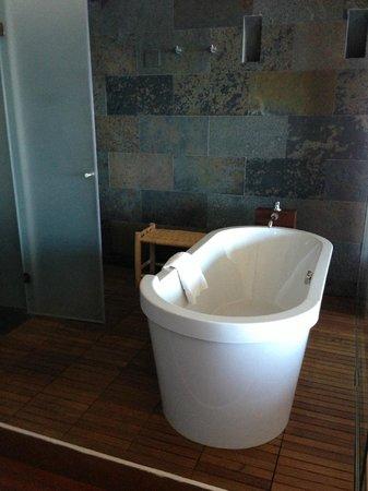 Titilaka: Bath