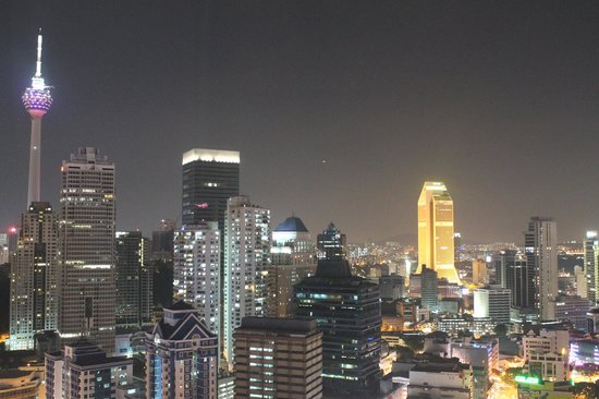 Premiera Hotel Kuala Lumpur : View from our room at night