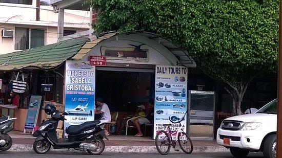 Hotel Castro: travel agency in puerto ayora