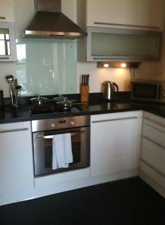 Blue Rainbow ApartHotel - Manchester Central : kitchen