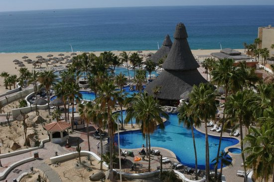 Sandos Finisterra Los Cabos : Cold and warm pools or the beach (no swimming there)