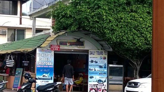 Hotel Castro : travel agency in puerto ayora