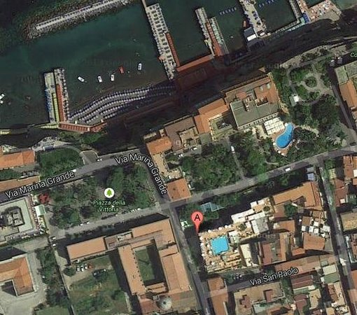 Grand Hotel La Favorita : Aerial view, hotel has the sqaure pool