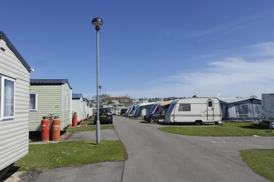 Crows Nest Caravan Park: lovely and clean grounds