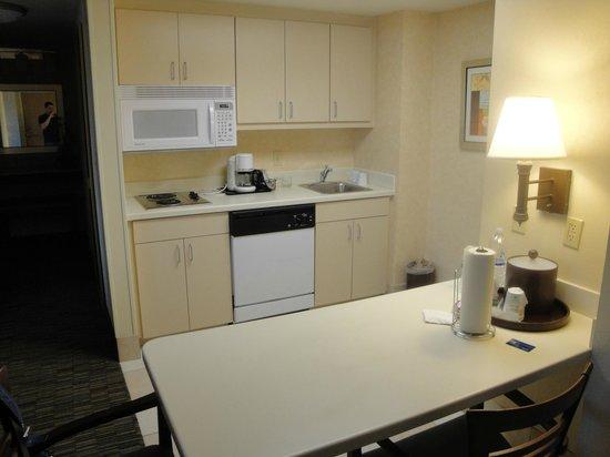 Hampton Inn & Suites by Hilton - Miami Airport / Blue Lagoon : cocina