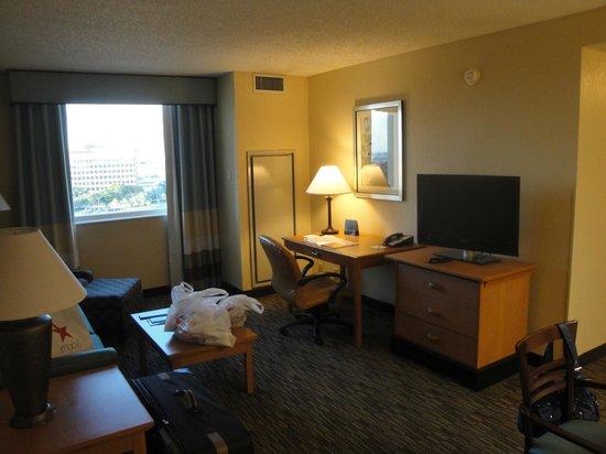 Hampton Inn & Suites by Hilton - Miami Airport / Blue Lagoon : sala de estar