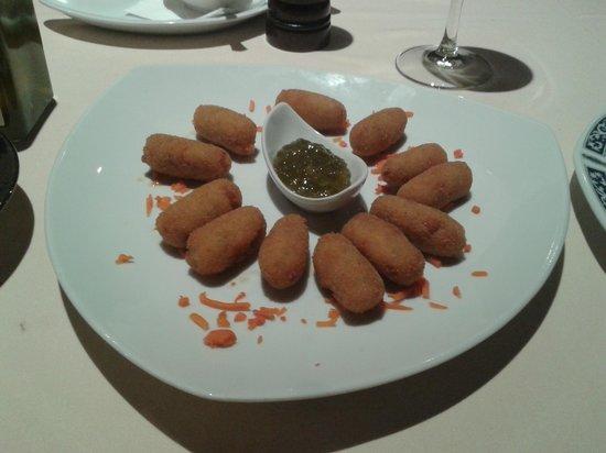 Cortijo de Tajar Restaurante: Croquetitas Caseras con Mermelada de Espárragos