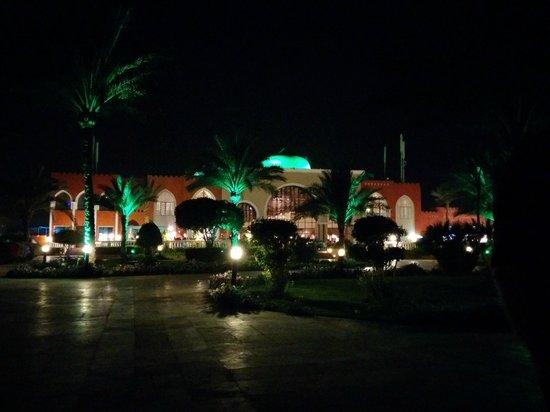 Sunrise Select Garden Beach Resort & Spa: Back of the lobby