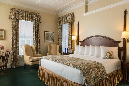 Saratoga Arms: Luxurious King beds