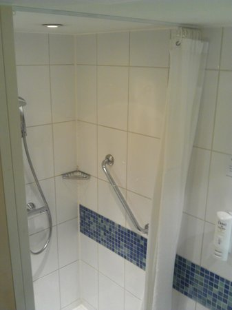 Holiday Inn Express Earls Court: Douche 1m²