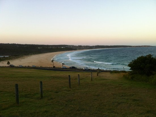 NRMA  Merimbula Beach Holiday Park: Beach at park's edge