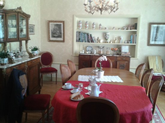 Le Castel Guesthouse: Breakfast
