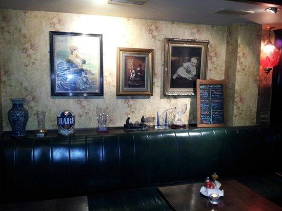 Murphy's Bar : Seating opposite bar