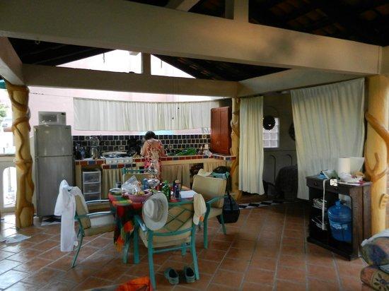 Macondo Bungalows : Kitchen area