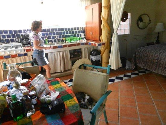 Macondo Bungalows: Bedroom opens to kitchen area