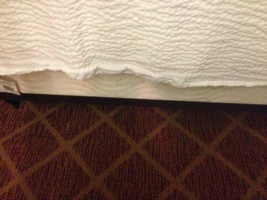 Residence Inn Rocky Mount: Bare mattress/boxspring in bedroom