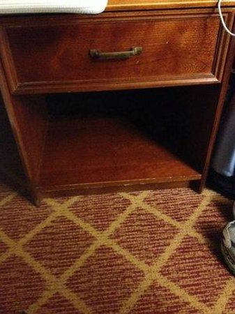 Residence Inn Rocky Mount: Chipped bedside table