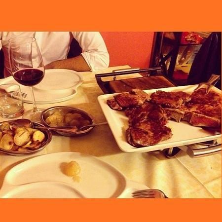Da Vasco : grigliatatop con assaggio di bisonte. contorno di patate e cipolle