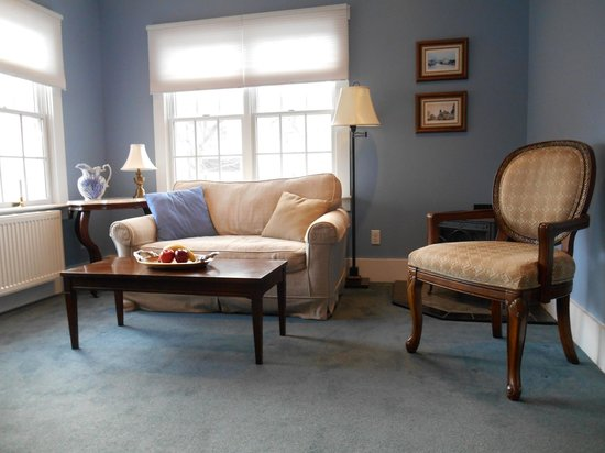 Bayberry House Bed & Breakfast : New furnishings in the Wedgewood Suite