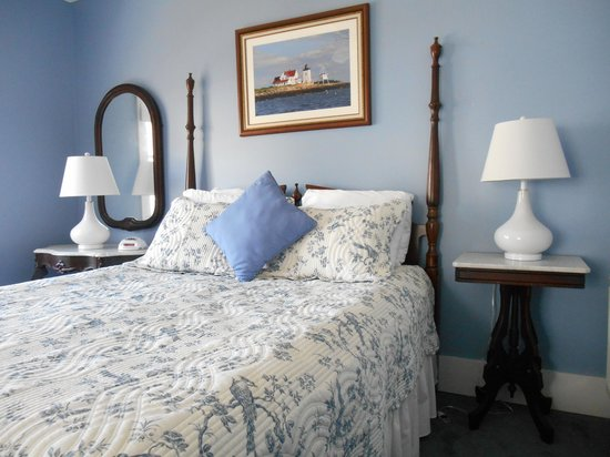 Bayberry House Bed & Breakfast : New furnishings and decor in the Wedgewood Suite