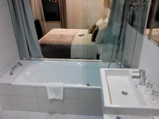 Hotel Luxe: Chambre /salle de bain