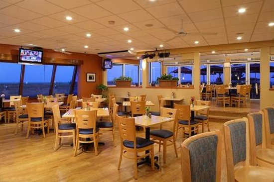 Montreal Beach Resort: Harry's Ocean Bar & Grille for Ocean Front Dining