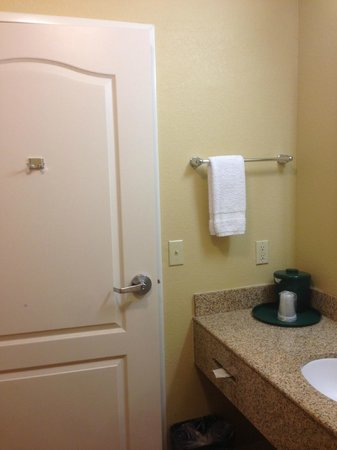 La Quinta Inn Suites Waxahachie Bathroom Door Note Hook For Clothes Or Towels