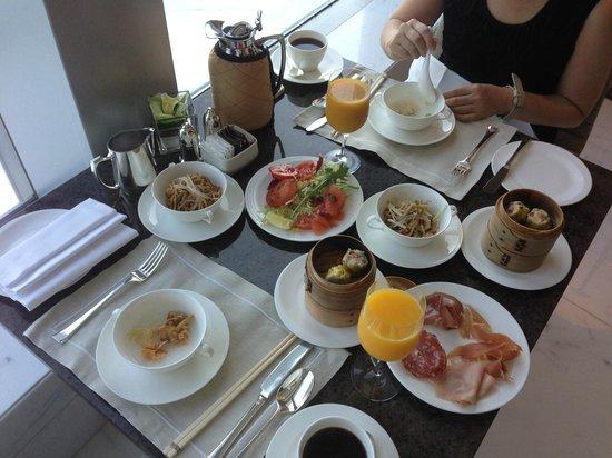 Four Seasons Hotel Hong Kong: ラウンジの朝食
