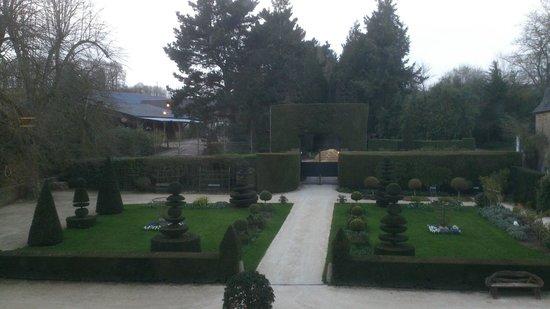 Château de la Ballue : Jardín de entrada