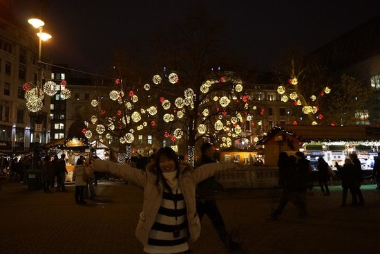 Vaci Street : ヴェレシュマルティ広場のクリスマスマーケット