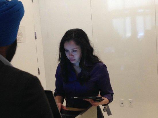 Hyatt Centric Times Square New York: Arelis del Front Desk: atenta, eficiente y habla español