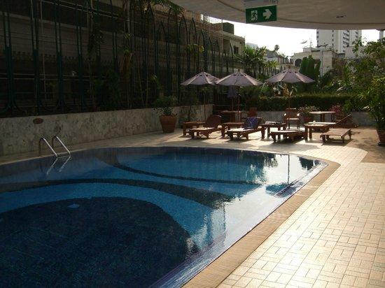President Solitaire Hotel & Spa: Early morning poolside